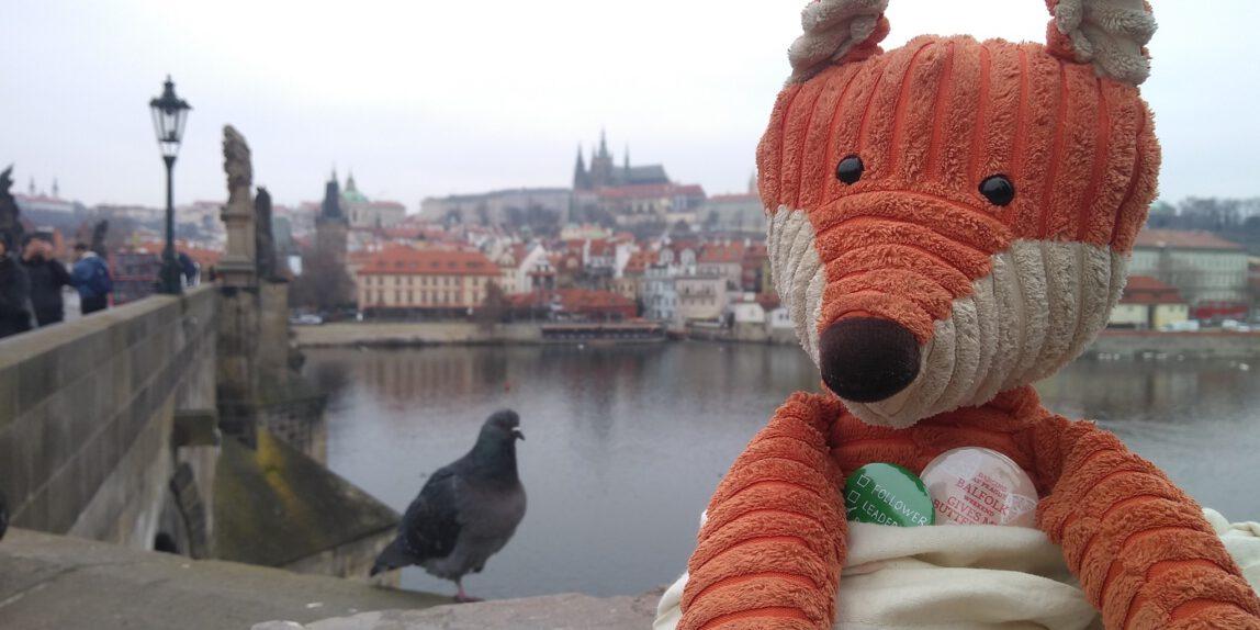 Plüschfuchs auf der Karlsbrücke, Prag